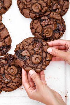 Hot chocolate in the West Indies - Clean Eating Snacks Chocolate Fudge Cookies, Brownie Cookies, Cookie Recipes, Snack Recipes, Dessert Recipes, Desserts, Homemade Chocolate, Clean Eating Snacks, Food Inspiration