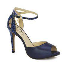 Sandália confeccionada em couro legítimo azul e cobra azul, com detalhes em tiras transpassadas no calcanhar, formando uma tela.
