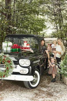 Beautiful Country Christmas truck Cabin Christmas Decor, Country Christmas Decorations, Christmas Truck, Christmas Minis, Rustic Christmas, Family Christmas, Christmas Ideas, Primitive Christmas, Christmas Stuff