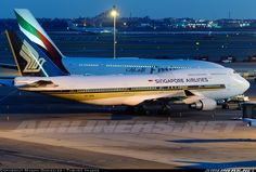 We need to talk! Singapore Airlines Boeing 747-412 and Emirates A380