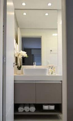 Apartamento Verena: Banheiros modernos por Join Arquitetura e Interiores