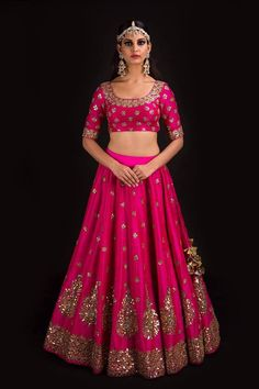 Buy beautiful Designer fully custom made bridal lehenga choli and party wear lehenga choli on Beautiful Latest Designs available in all comfortable price range.Buy Designer Collection Online : Call/ WhatsApp us on : Indian Wedding Outfits, Bridal Outfits, Indian Outfits, Bridal Dresses, Designer Bridal Lehenga, Indian Bridal Lehenga, Pink Bridal Lehenga, Lehenga Indien, Mode Bollywood