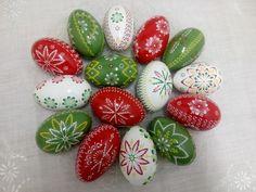 ručné práce | KRASLICE Faberge Eggs, Seashell Art, Egg Art, Line Design, Easter Eggs, Folk Art, Wax, Easter Ideas, Christmas