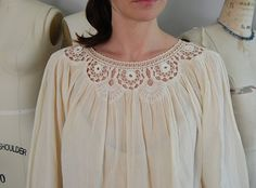 The most recent addition to my growing pale crochet & tatted lace blouses. The best of things - cotton gauze and delicate cotton crochet. Col Crochet, Crochet Fabric, Crochet Collar, Crochet Woman, Crochet Blouse, Lace Collar, Cotton Crochet, Crochet Baby Sandals, Look Boho