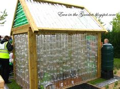 Make your own greenhouse out of plastic bottles! Ewa in the Garden: DIY recycled greenhouse - I bet you haven't seen this one yet Plastic Bottle Greenhouse, Recycle Plastic Bottles, Recycled Bottles, Small Greenhouse, Greenhouse Plans, Portable Greenhouse, Indoor Greenhouse, Outdoor Projects, Garden Projects
