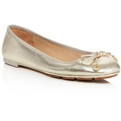 Tory Burch Laila Metallic Leather Ballet Flats (265 CAD) ❤ liked on Polyvore featuring shoes, flats, spark gold, ballerina shoes, tory burch flats, ballet flats, tory burch shoes and tory burch