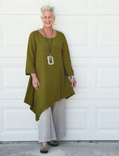 ● Bryn Walker made in San Francisco. BRYN WALKER clothing is cut and sewn, and then dyed in batches. ● Shallow scoop neckline, easy pull-on styling. Stylish Outfits For Women Over 50, Clothes For Women Over 50, Mature Women Fashion, Plus Size Fashion For Women, Magnolia Pearl, Dressing Over 60, Over 60 Fashion, Women's Fashion, Linen Shop