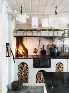 """An indoor kitchen with a countertop fireplace? Rustic Kitchen, Kitchen Dining, Fireplace In Kitchen, Küchen Design, House Design, Cuisines Design, Fireplace Design, Interior Inspiration, Sweet Home"