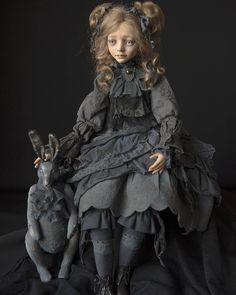 @olga____babaeva Почти Алиса..😊фото и кролик @nastasi_petrunina #doll#art#exibitions #кукла#dollprague2017