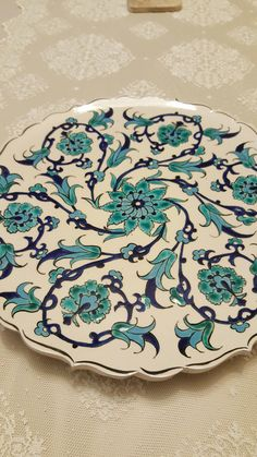 Turkish Tiles, China Painting, Tile Art, Arabesque, Islamic Art, I Fall In Love, Pottery, Ceramic Painting, Dishes