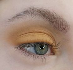 pinterest // @reflxctor natural makeup with yellow and orange tones with green eyes | glow makeup #eyes #glow #yellow #orange #makeup