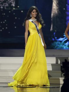Miss Colombia crowned Miss Universe in Miami - Yahoo News