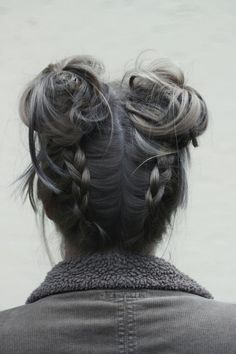 Cool hairstyle, space buns, braids hey look, it's me beauty. Messy Hairstyles, Pretty Hairstyles, Hairstyle Ideas, Updo Hairstyle, Grunge Hairstyles, Wedding Hairstyles, Gray Hairstyles, Perfect Hairstyle, Wedding Updo