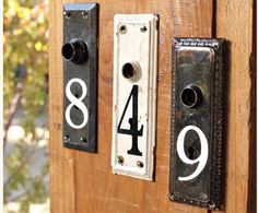 Vintage Home House numbers from old metal door plates!need more door plates! - You know what would be a great way to start the Spring Season? One of these Amazingr House Number DIY Projects! A perfect touch of curbside appeal! Antique Door Knobs, Antique Keys, Plate Design, House Numbers, Door Numbers, Address Numbers, Old Doors, Yard Art, Home Projects
