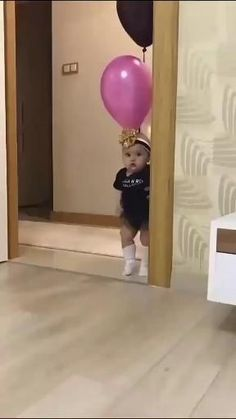 Cute Funny Baby Videos, Crazy Funny Videos, Cute Funny Babies, Funny Videos For Kids, Funny Kids, Cute Song Lyrics, Cute Songs, Cute Little Baby, Cute Baby Girl