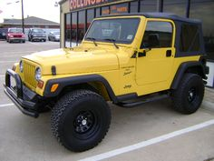 this is one is more easily going to happen than the mustang. oh well. Yellow Jeep Wrangler, 2001 Jeep Wrangler, Jeep Tj, My Dream Car, Dream Cars, 2 Door Jeep, Sport Suv, Car Ford, Future Car