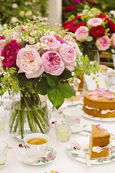 Afternoon tea in de tuin Afternoon Tea Parties, Tea Sandwiches, Rose Tea, Rose Cottage, Tea Recipes, Vintage Tea, High Tea, Tea Time, Margarita