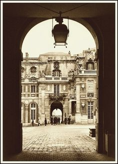 Old courtyard in Versailles, a photo from Ile-de-France, North | TrekEarth