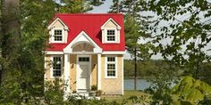 This Petite Cottage Will Totally Sell You on Downsizing. Take a peek inside. | Tiny Homes