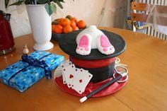 Brico-gateau: Gâteau chapeau de magicien et fesses de lapin