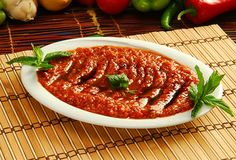 Rakı Sofrasının Olmazsa Olmaz 10 Mezesi - onedio.com Turkish Recipes, Ethnic Recipes, Ratatouille, Tapas, Chili, Food And Drink, Soup, Cooking Recipes, Beef