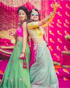 Best wedding Planners/Vendors in Delhi, Noida, Mumbai, Bangalore, India That's bride and her maid of honour! Mehendi Photography, Indian Wedding Photography Poses, Bride Photography, Wedding Poses, Sister Wedding Pictures, Bridesmaid Pictures, Sister Poses, Bff Poses, Bridal Photoshoot