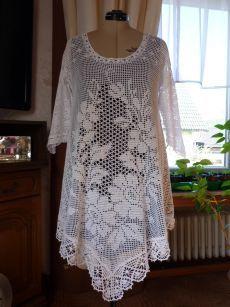 Fabulous Crochet a Little Black Crochet Dress Ideas. Georgeous Crochet a Little Black Crochet Dress Ideas. Crochet Tunic Pattern, Crochet Blouse, Knitting Patterns, Crochet Patterns, Filet Crochet, Irish Crochet, Crochet Lace, Diy Crafts Crochet, Beautiful Crochet