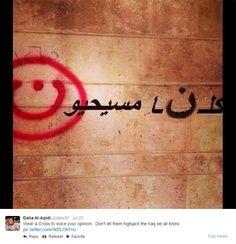 """Il marchio è impresso in rosso: la lettera """"n"""" scritta nell'alfabeto arabo. E' l'iniziale della parola """"Nasrani"""", che in arabo significa cristiano. A disegnarlacon lo spray sui muri delle abitazioni di Mosul sono stati i miliziani dell'Isis, che in questo modo identificano le case abitate da cristiani. Gli edifici vengono ora considerati proprietà dello Stato islamico. La vicenda, che ricorda le scritte naziste sulle case degli ebrei, è stata denunciata a metà luglio e ha dato il via a una…"""