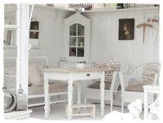 Gartenlaube #interior #einrihctung #ideen #landhausstil #landhaus #wohnen #living #dekoration #decoration #garten #terasse Foto: Sigrid Kusirek
