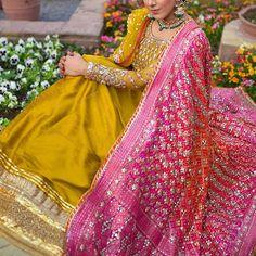 Wedding Gown Indian Brides Receptions Beautiful Ideas For 2019 Bridal Mehndi Dresses, Indian Bridal Lehenga, Pakistani Bridal Wear, Red Lehenga, Lehenga Choli, Sabyasachi, Pakistani Wedding Outfits, Bridal Outfits, Pakistani Dresses