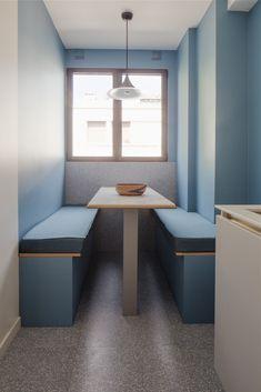 BATEAUMAGNE Architecture - Edouard Nortier cuisine - sol granito banquette sur mesure Neuilly Architecture, Cucumber, Corner Desk, Kitchen, Furniture, Home Decor, Granite, Banks, Cooking