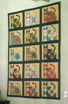 patchwork cat quilt by Miyako (Japan) Dog Quilts, Animal Quilts, Star Quilts, Scrappy Quilts, Mini Quilts, Quilt Blocks, Quilt Kits, Quilting Projects, Quilting Designs
