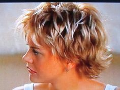 15 Important Life Lessons Meg Ryan Short Hairstyles Taught Us .Meg Ryan Discusses Her Famous Hair Instyle Com Cute .Loved her hair like this, from the movie, French Kiss~ soooo cute!Always loved Meg Ryan's hair and how it sort of looks like she cut it her Short Shaggy Haircuts, Short Choppy Hair, Short Shag Hairstyles, Oval Face Hairstyles, Simple Hairstyles, Short Wavy, Hairstyles Men, Braid Hairstyles, Short Blonde