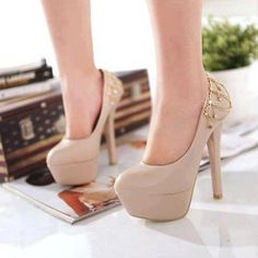 Every girl needs at least one good pair of nude heels. Love these
