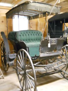 Bringing you everything uses in the old days that was horse drawn pulled. Horse And Carriage Wedding, Horse Carriage, Wagon Trails, Horse Drawn Wagon, Old Wagons, Horse And Buggy, Covered Wagon, Chuck Wagon, Gypsy Wagon