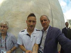 Foro Italico, lunedí 12 maggio 2014, esibizione di paddle del capitano Francesco Totti con Roberto Mancini