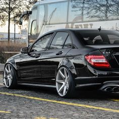 This has metal work rear wide fender Mercedes Benz Sedan, Mercedes Benz Wallpaper, Amg C63, Daimler Benz, Rims For Cars, Bmw Z4, Best Luxury Cars, My Ride, Metal Working