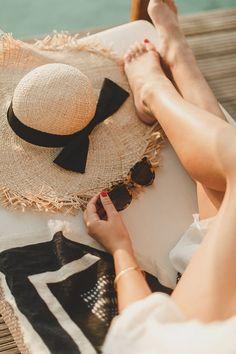 The Ocean Villa (WishWishWish) – Daily Fashion Tips Beach Photography Poses, Beach Poses, Creative Photography, Travel Photography, Image Swagg, Corps Parfait, Foto Casual, Happy Summer, Summer Beach
