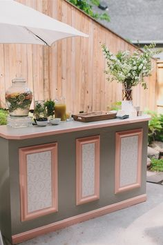 custom bar by Amaryllis, Ritzy Bee Events and @simplesong. Photography by Maria Vicencio.