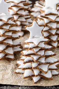 Snowy Gingerbread Christmas Trees #dessert #holidays #cookies #christmas
