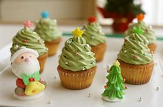 Christmas tree cupcake ★ ☆ Mini Christmast Tree Cupcake Gift ideas: Christmas is coming Christmas or the Christ event, the Festival of lights, the . Christmas Tree Cupcakes, How To Make Christmas Tree, Christmas Sweets, Christmas Cooking, Christmas Goodies, Christmas Parties, Simple Christmas, Cupcake Gift, Coconut Frosting