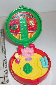 1993 McDonald's Happy Meal Polly Pocket Christmas Wreath Toy omg I had this exact toy!!!