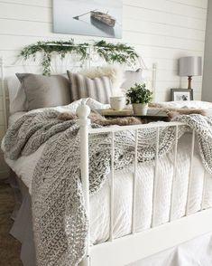 70 beautiful farmhouse master bedroom decor ideas (32)