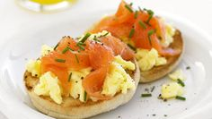 Ovos Mexidos com Salmão Fumado - Pequeno-almoço, entrada ou refeição ligeira... São deliciosos!Vamos preparar? Simples, rápida e deliciosa! Experimente!