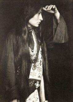 Zitkala-sa, Gertrude Simmons bonnin Sioux native american activist. #indigenous #culture #woman #author