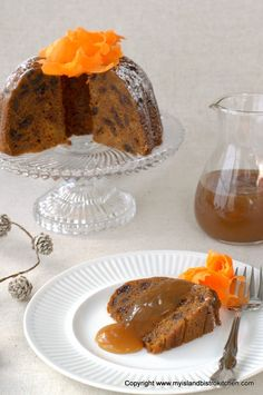 Rum-soaked raisins combine with carrots, potatoes, and spices to make a flavorful steamed carrot pudding that is perfect with brown sugar or eggnog sauce. Pudding Desserts, Pudding Recipes, Steamed Carrot Pudding Recipe, Pudding Ingredients, Raw Potato, Lemon Squares, Rich Recipe, Mouth Watering Food
