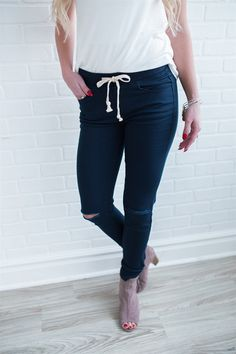These Destructed Twill Skinnys will change your life! They have an elastic waist band and come in 7 different colors just in time for spring.