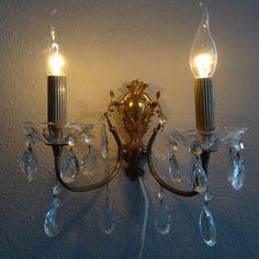 Twee armige bronzen wandlamp met veel kristallen