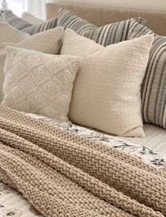 How To Make Your Bed Look Fluffy In 5 Easy Steps - She Gave It A Go
