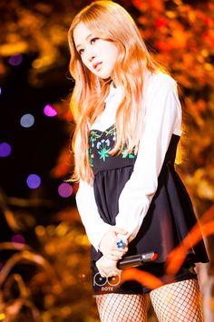 Your source of news on YG's current biggest girl group, BLACKPINK! Kpop Girl Groups, Korean Girl Groups, Kpop Girls, Kim Jennie, Blackpink Thailand, Black Pink, Rose Park, Kim Jisoo, Blackpink Fashion